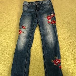 Super cute Embroidered Express Jeans